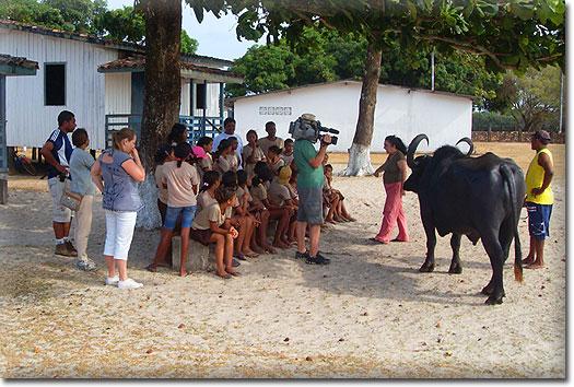 As crianças da ONG Caruanas do Marajó Cultura e Ecologia participaram de uma aula sobre o seu mais p