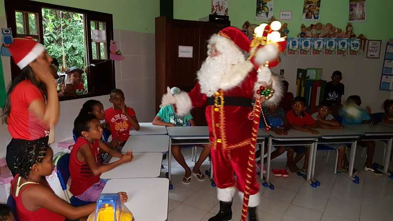 Escola da Pajé Zeneida Lima presenteia pais e alunos em evento especial de natal